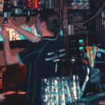 Barman - doodshoofden - The Upper Class - bovenbar Rockcafé Lazaru's